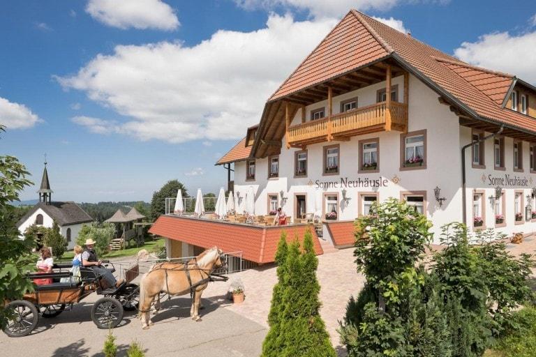 בית הארחה Gasthaus Sonne Neuhäusle