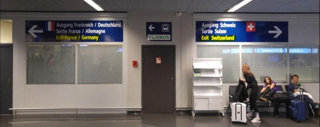 שלט בנמל תעופה באזל - צד צרפתי שוייצרי